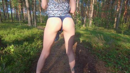 Моя девушка любит экстрим, поэтому трахаемся в парке