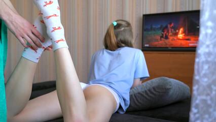 Чтобы поиграть в playstation сестре пришлось трахнуться с братом